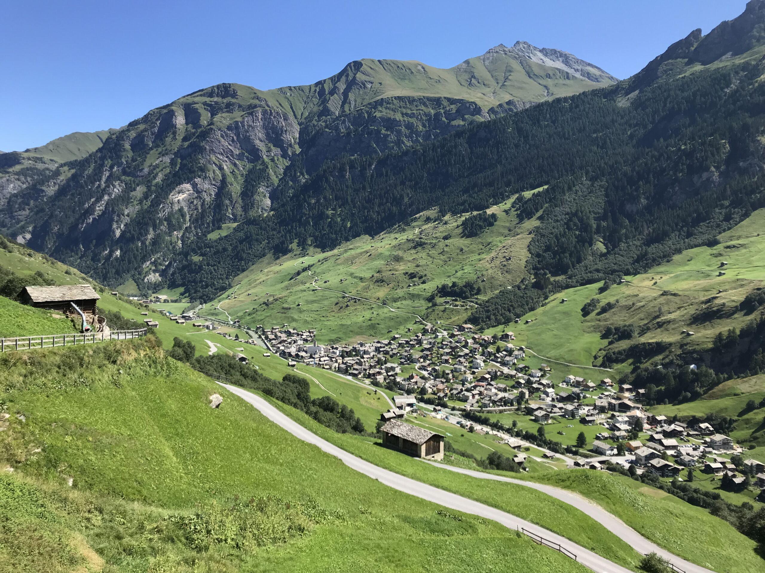 Blick von Ganni Richtung Dorf Vals
