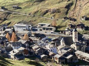 Dorf-Ansicht Vals mit Mehrzweckhalle