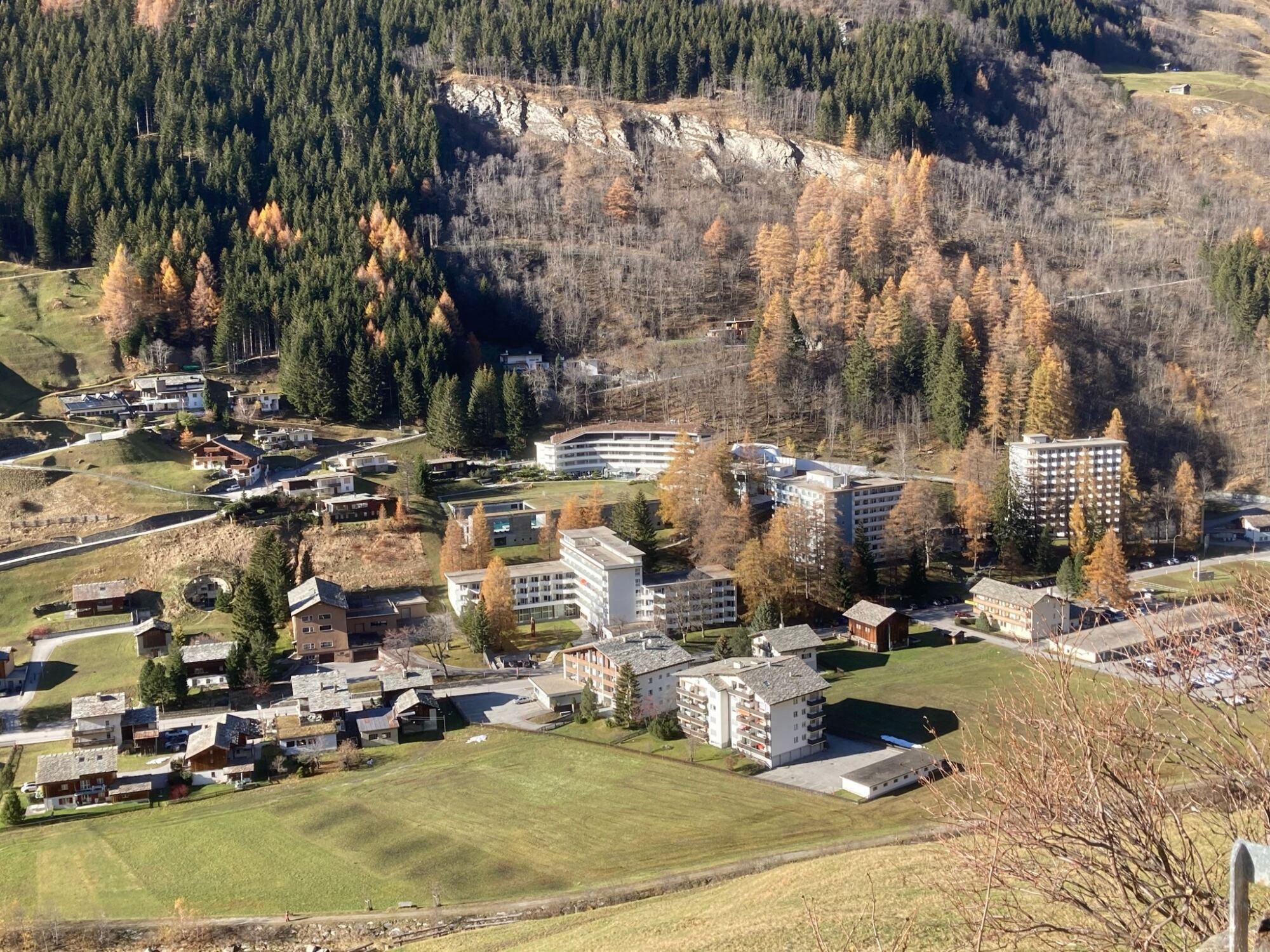 Vals 2020 im Herbst, 7132-Hotel und Thermenhäuser