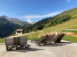 Aussicht geniessen in den Bergen in Vals, Gadastatt